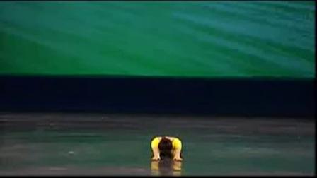 第二级7、蚂蚁掉进河里(腿与腰的练习)