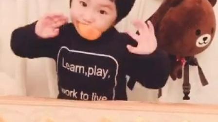 宝贝(。・ω・。)ノ♡——第33个月17天,吃橙🍊三部曲…甜甜的冰糖橙…👯