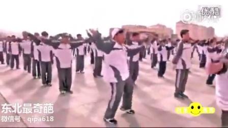 黑龙江大庆四中课间操,班里的灵魂舞者!小胖跳的还是挺不错的!我从头笑到了尾!顺便给你点个赞……_搞笑视频