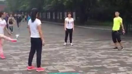 踢毽精彩视频