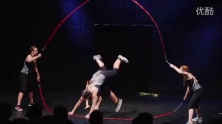五人小团队跳绳表演