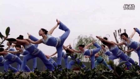 瑜伽表演(配合呼吸健康瘦身)初级瑜伽