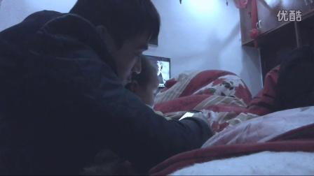 二货爸爸与小顽皮宝宝互动玩手机