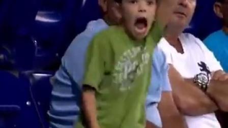 见过这样激动的小孩么?