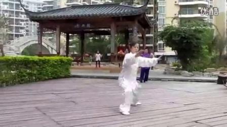 王西安太极拳散手_42式太极拳教学吴阿敏_武当五十五式太极剑