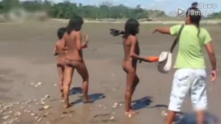 亚马逊原始部落现身秘鲁雨林