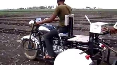 摩托车改造后犁地,这个发明有意思!