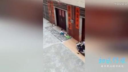 残忍!广东阳江一女子被曝故意骑摩托碾压小孩