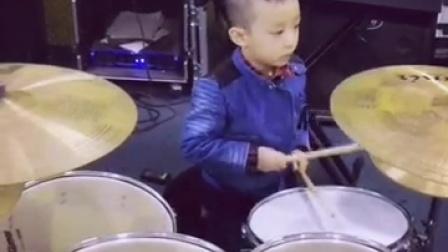 澄城知音艺术中心 架子鼓演奏《摇滚进行时》演奏者: 雷可聿 (5岁大班)