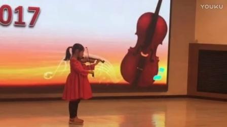 6岁的苗苗在2017新年晚会上表演《铃鼓舞》(奥贝尔)