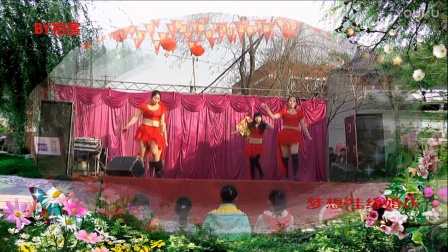 【拍客】博野县农村街头美女热辣广场舞