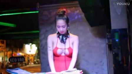 Avi_Mp4_俱乐部美女DJ露点打碟-曹锦-爱你什么-Dj酷B