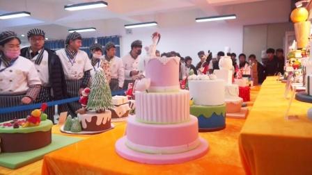 """学西点到新东方-郑州新东方烹饪学校""""圣诞来了""""主题成果展翻糖蛋糕"""