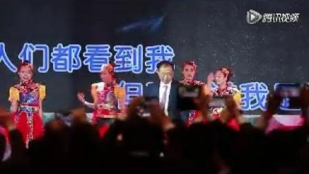 王健林 台上唱劲爆歌