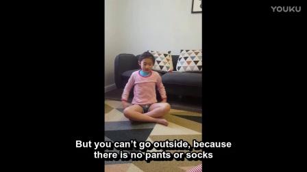 西师附小一年级学生教小朋友穿衣服的英语词汇