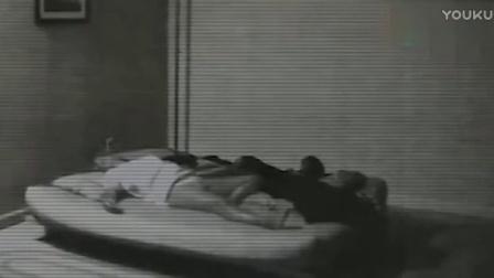 女子深夜睡觉突遭鬼压床 监控拍到诡异一幕