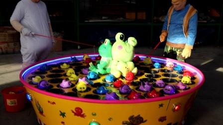 特朗普与希拉里比赛钓青蛙