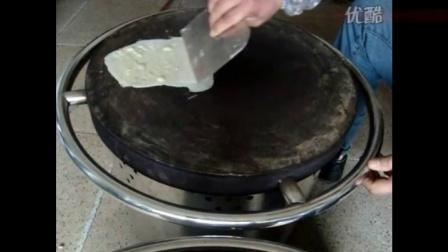 山东杂粮煎饼果子制作过程及怎么做视频面糊技术