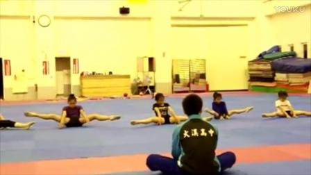 開脚姿勢のまま耐えるつらい猛特訓で泣くまでシゴかれる新体操選手 - YouTube