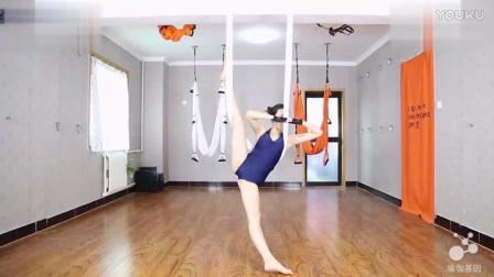 瑜伽培训如酷刑 女子被按住双腿练劈叉痛到尖叫