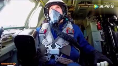 """世界最大轰炸机俄罗斯Tu-160""""海盗旗""""超音速战略轰炸机"""