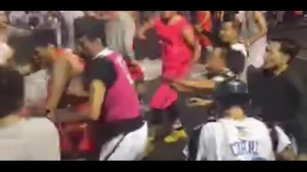 街球赛场火爆冲突 吴悠遭众人围殴拳打脚踢