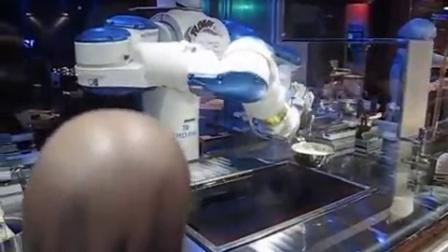 到餐厅,机器人给你煮东西吃