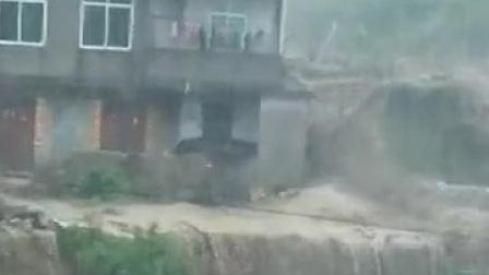 几分钟,泥石流就把整个村子冲垮了