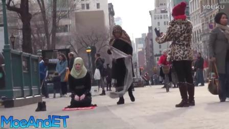 社会实验 - 看见穆斯林女子在公共场所祈祷,路人会如何反应?(中文字幕)