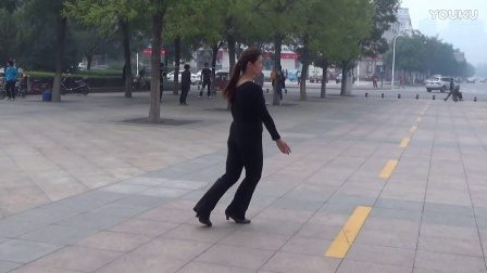广场舞蹈嗨起来 演示王学萍