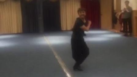 新疆舞-艾沙老师表演维吾尔族舞蹈(新疆库尔勒)2017.2.16百灵鸟徐新红上传