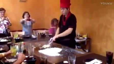 中国小哥不过是在国外做了一份蛋炒饭,老外们吓得连说:买嘎
