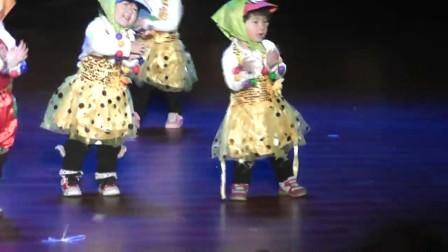 2014元旦太阳花幼儿园小托班身体部位舞蹈