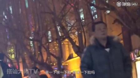 骗吻狂魔:小伙在上海街头疯狂骗吻