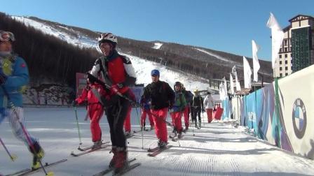 山上山下滑雪登山