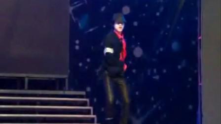 当MJ碰到杰伦 当双节棍碰到太空舞[www.dowjone.com.cn](流畅)