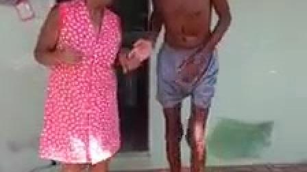 外国老夫老妻在跳舞,身体还是那么硬朗,阳光