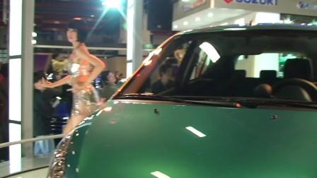 台北国际车展铃木车模热舞