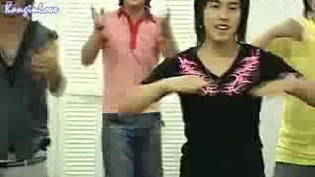 SuperJunior教歌迷跳舞