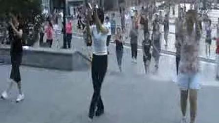 www.gcwzj.com .周思萍广场舞系列-剪纸的姑娘(流畅)