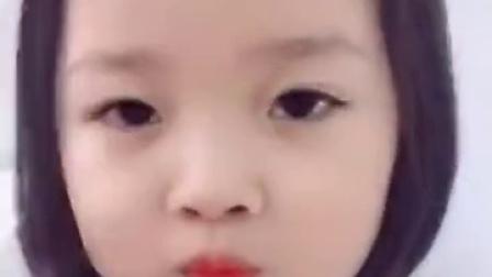 韩国小女孩剪刘海视频走红,卖萌系数百分百!