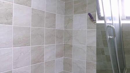at010.com.cn装修视频 装修现场 卫生间装修 卫生间贴地砖 标清