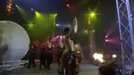 萨顶顶 [CCTV-3动感夏日星光不夜天大型演唱会_万物生]
