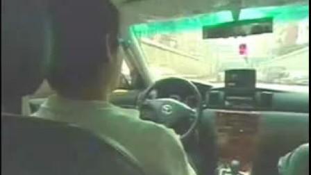 【电影天堂www.kdytt.com】出租车放色情片女吓傻