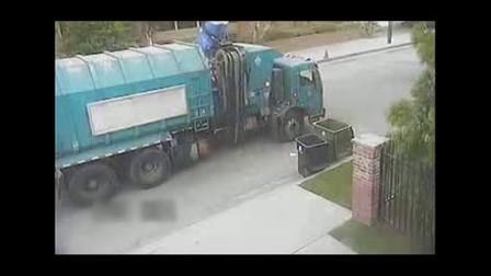 垃圾车疯狂收垃圾