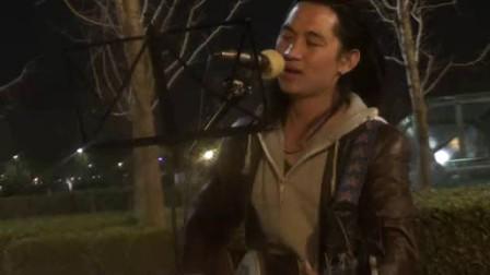 春天里 ,鸟巢流浪歌手汤华斌 阿龙 演唱图片