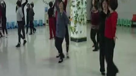 蒲县老体协排练交谊舞《双飞燕》