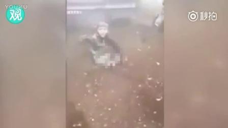 双腿遭炸飞!叙利亚8岁男童坐地哭喊:爸爸抱我