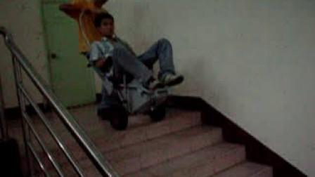 半自动爬楼梯轮椅