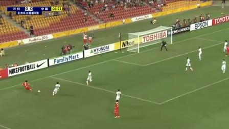 中国队配合似巴萨  梅方弱势脚传中滑倒
